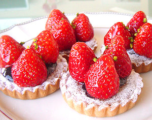 苺とピスタチオのタルトレット