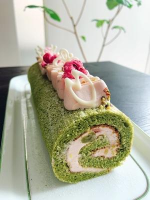 抹茶と桜のロールケーキ